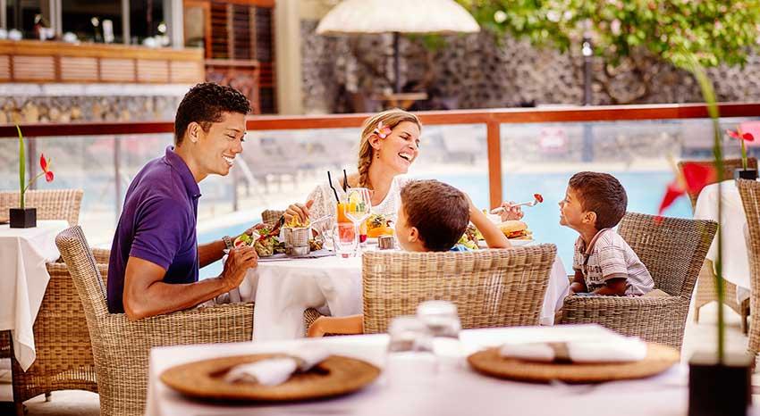Brunch en famille, ILOHA Seaview Hotel 3*, île de la Réunion