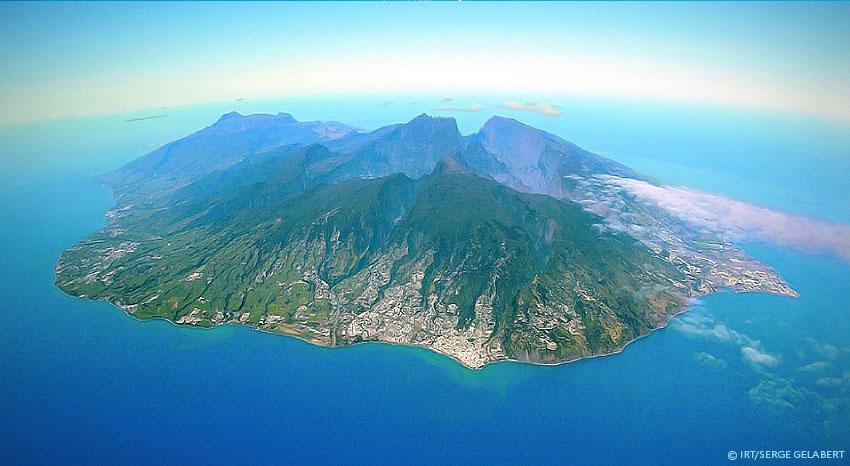 L'île de La Réunion vue du ciel, ILOHA Seaview Hotel 3*, île de la Réunion