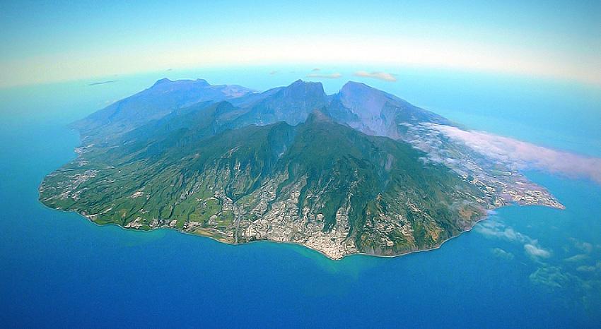 Reunion Island Time Now