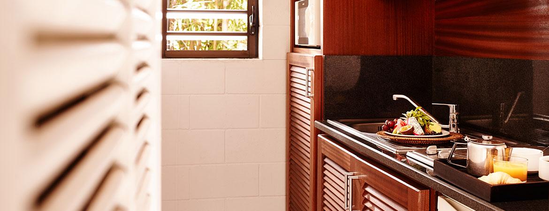 La cuisine équipée du bungalow Famille, ILOHA Seaview Hotel 3*, île de la Réunion