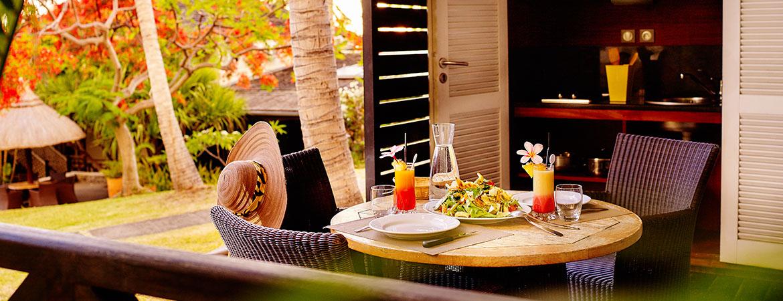 Cusine équipée sur la terrasse du bungalow Kitchenette, ILOHA Seaview Hotel 3*, île de la Réunion