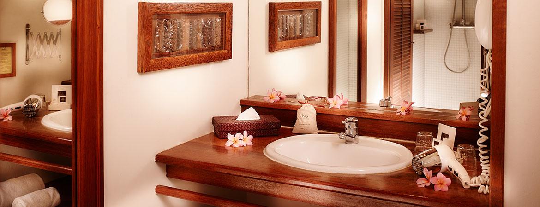 Salle de bain du bungalow Tropique, ILOHA Seaview Hotel 3*, île de la Réunion