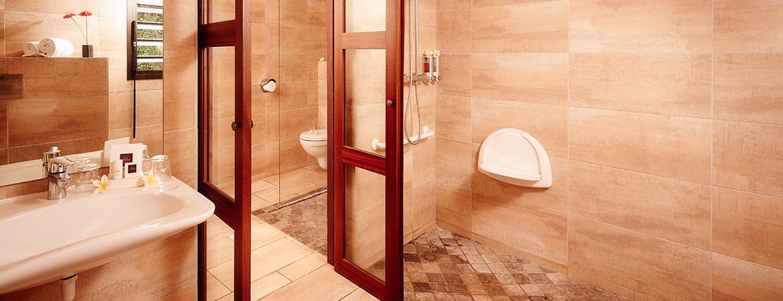 Salle de bain du bungalow PMR, ILOHA Seaview Hotel 3*, île de la Réunion