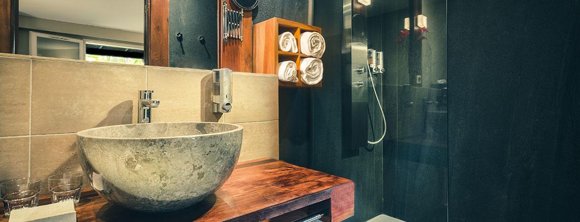 Salle de bain de la chambre Standard, ILOHA Seaview Hotel 3*, île de la Réunion